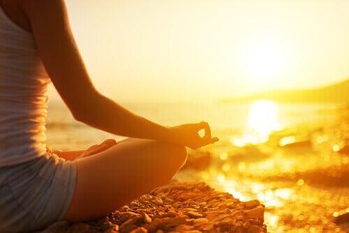 meditieren-bei-sonnenaufgang