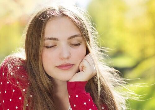 entspannte-junge-frau