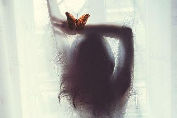Frau-und-Schmetterling