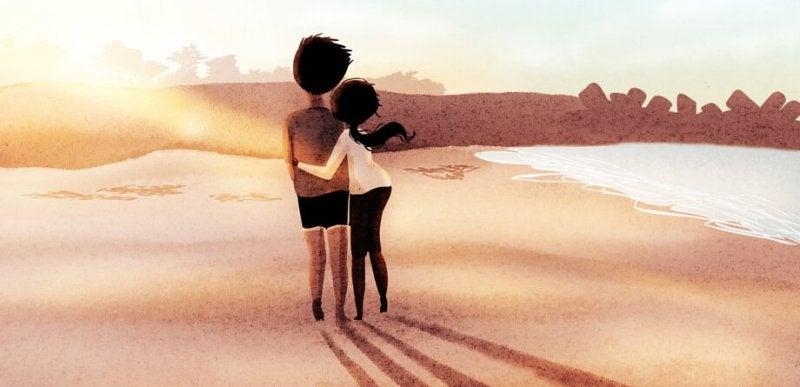 Paar-am-Strand-von-hinten