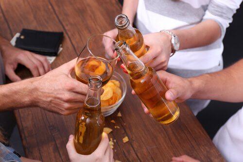 Der schmale Grat zwischen Gewohnheit und Alkoholismus
