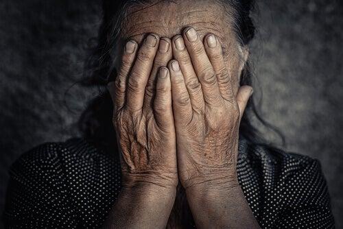 In welchem Zusammenhang stehen negative Gefühle und chronische Schmerzen?