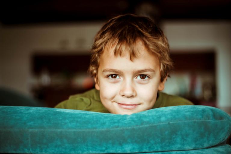 3 Verhaltenstechniken bei der Kindererziehung: Ermutigen, Bestrafen und Unterbinden