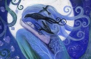 Ein Mädchen, ganz in blau gehalten, versteckt ihre Traurigkeit vor dem Betrachter.