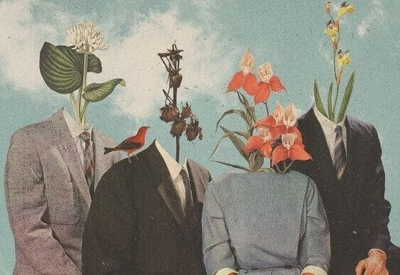 Vier Menschen, die anstelle eines Kopfes Blumen tragen