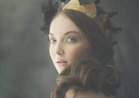 Eine Frau mit einer Krone