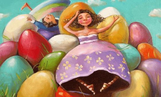 Frau liegt zwischen bunten Ostereiern