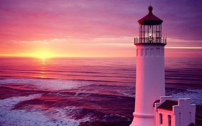 Leuchtturm vor Sonnenuntergang