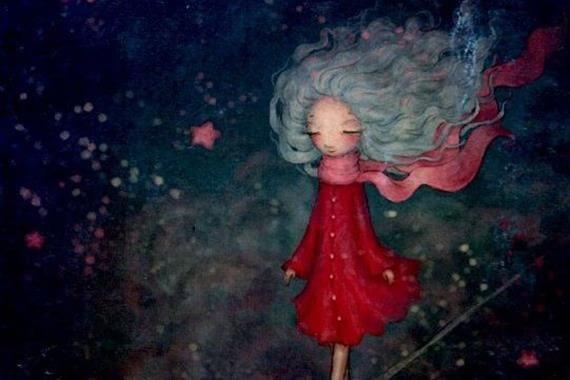Mädchen im roten Mantel und mit wehendem Schal spaziert durch eine nächtliche Sternenlandschaft.