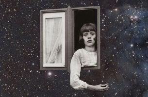 Autorität in der Kindererziehung - Mädchen schaut aus einem Fenster