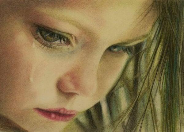 Weinendes Kind, in sich gekehrt in seiner Trauer.