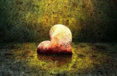 Ein Herz, das von der Zeit gezeichnet ist
