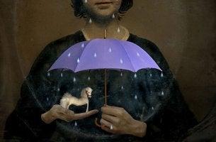 Dinge für selbstverständlich halten - ferd unter einem Regenschirm, der von einer Frau gehalten wird