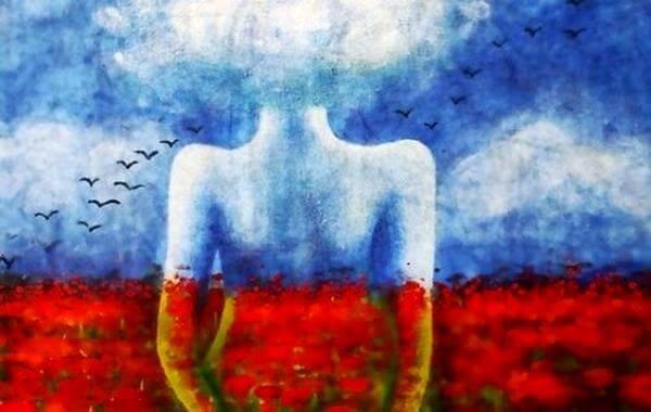 Frau in einer Landschaft aus rotem Feld und blauem Himmel