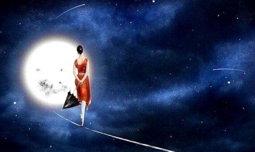 Frau tanzt auf einem Seil vor dem Mond