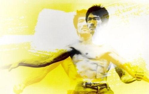 Bruce Lee in gelber Schattierung
