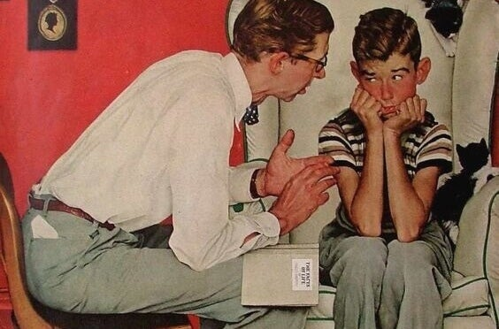 Vater diskutiert mit seinem Sohn