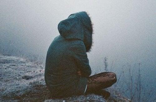 Einsamkeit im kalten Nebel