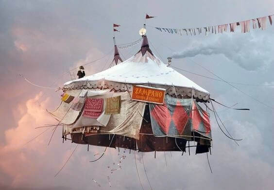 Fliegendes Zirkuszelt