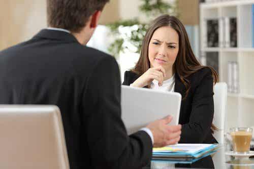 Wie wir in einem Gespräch selbstbewusst wirken können