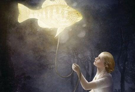 Mädchen mit leuchtendem Fisch an der Leine