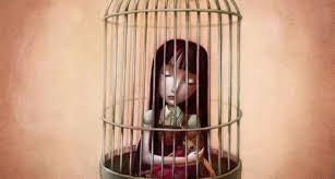 Mädchen sitzt im Käfig