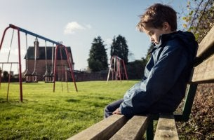 Sind die Eltern am Mobbing schuld? - Gemobbte Kinder leiden.