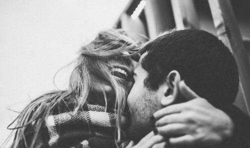 Lachendes, glückliches Paar