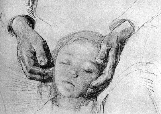 Schlafendes Mädchen in elterlichen Händen