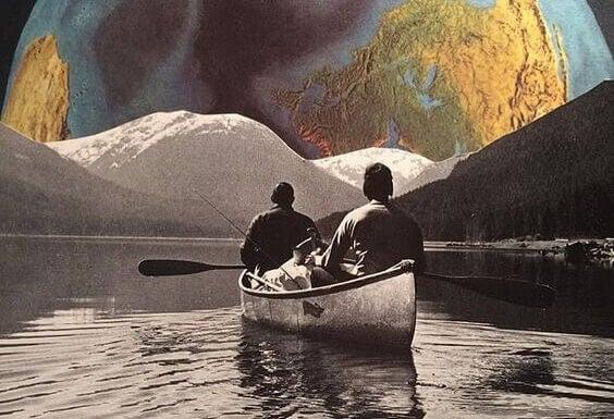 Männer im Kanu in fremder Welt