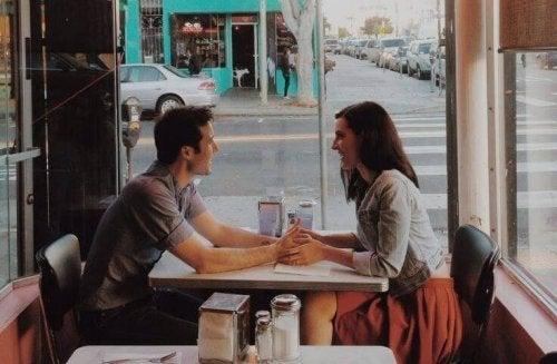 Paar in einem Cafe
