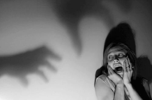 Psychologische Angst oder Angst vor Gefahren, die nur in unserem Verstand bestehen