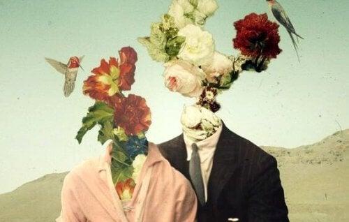 Ein Paar, dessen Köpfe aus Blumen sind