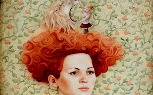 Rothaarige mit einem Löwen auf dem Kopf