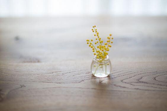 Gelbe Blumen in einer Vase
