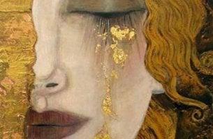 Frau, die goldene Tränen weint