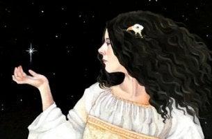 Frau, die einen Stern hält