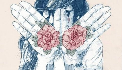 Frau mit Rosen auf ihren Händen