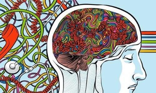 Viele bunte Kabel im Gehirn