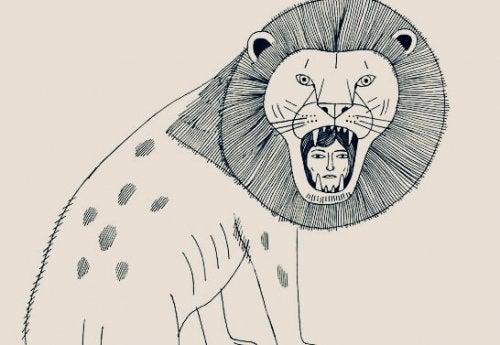 Frau im Maul eines Löwen