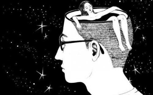 Mann, in dessen Kopf eine Frau badet