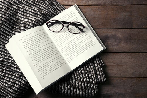 Revolutionäre Bücher und Lesebrille
