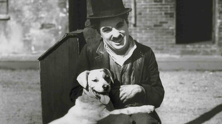 Charles Chaplin mit Hund