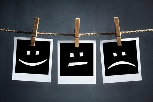 Polaroidaufnahmen mit verschiedenen Emotionen