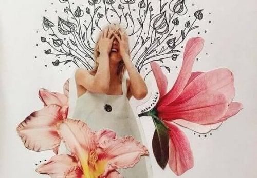 Foto eines lachenden Mädchens zwischen Blumen