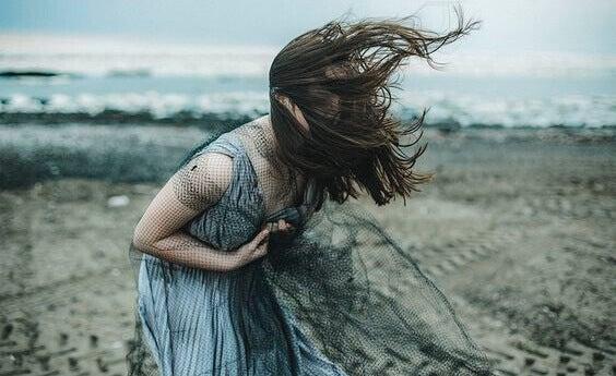 Selbstzerstörerische Menschen: 10 charakteristische Merkmale