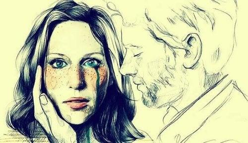 Weinende Frau, dessen Partner ihre Wange berührt