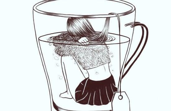 Trauriges Mädchen in Tasse als Teebeutel