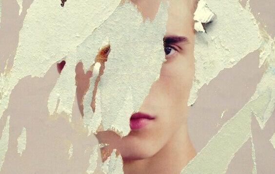 Gesicht einer Frau nur teilweise sichtbar