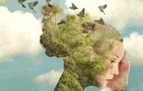 Frau, die mit der Natur verbunden ist
